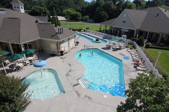 MainStay Suites: Outdoor pool, kiddie pool, and lazy river