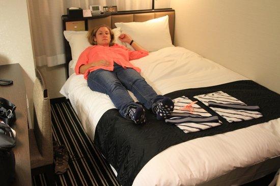 APA Hotel Higashi Shinjuku Ekimae : The bed was on the soft side, but comfy