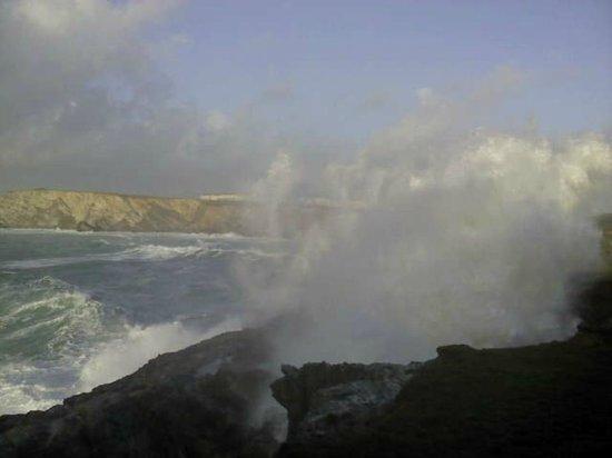 Porth Cove : crashing wave