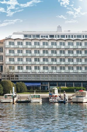 Barchetta Excelsior: The Hotel from the Lake