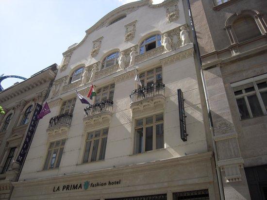 La Prima Fashion Hotel: la facciata dell'hotel