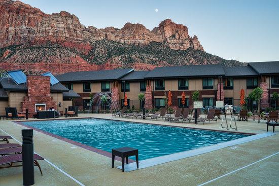 Hampton Inn & Suites Springdale Zion National Park: Pool Area