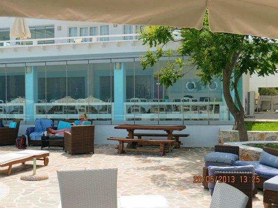 Kivo Art & Gourmet Hotel: Back of hotel