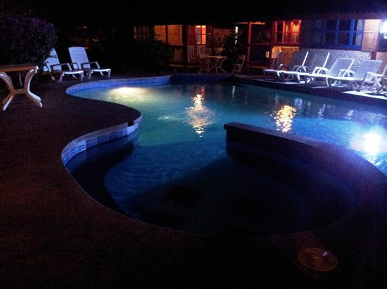 Hosteria Canoa : Toma de la piscina en la noche