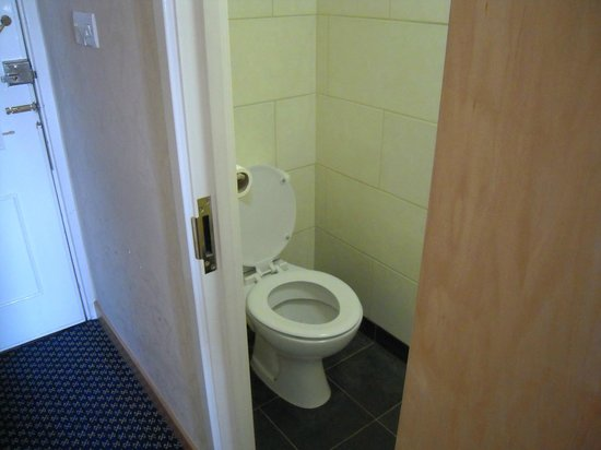 Imperial Hotel: Toilet