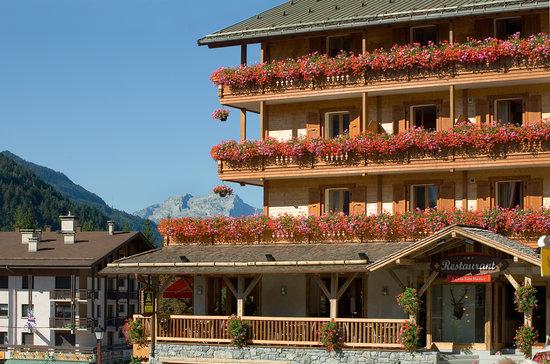 La Croix Saint-Maurice Hotel Restaurant : terrasse