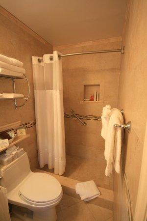 High Noon Beach Resort: Das schöne Badezimmer > große Dusche