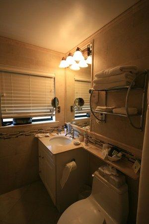 High Noon Beach Resort : Das schöne Badezimmer > alles ganz neu