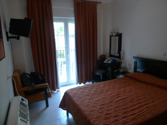 Hotel Famissi Eden: Hotel room