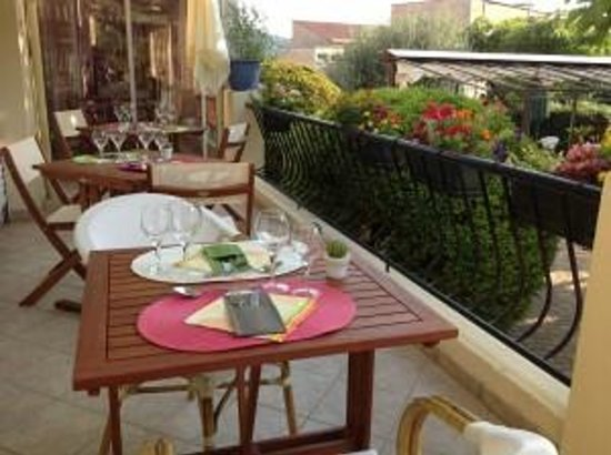 Hotel Restaurant Les Oliviers : terrase