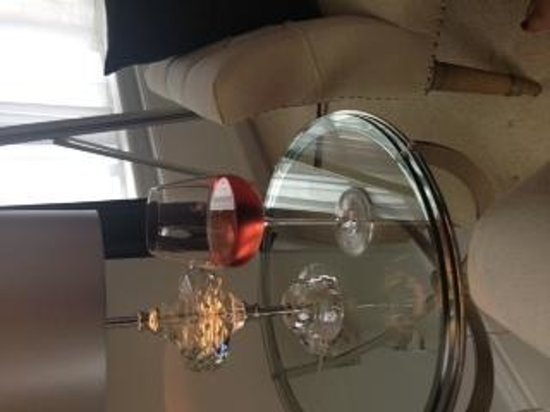 Number Four Boutique Hotel: Lovely glass of wine on arrival.