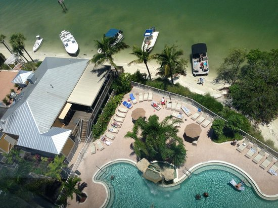 Lovers Key Resort: Flippers on the Bay & Pool area from the 11th Floor