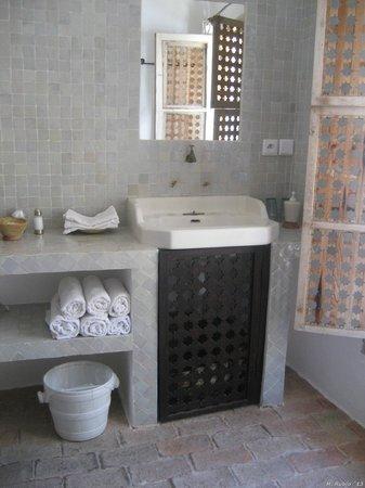 Dar Azaouia: el coqueto baño