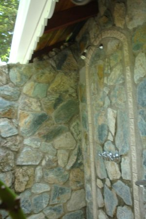 El Pequeno Gecko Verde: Outdoor Shower in our Cabana