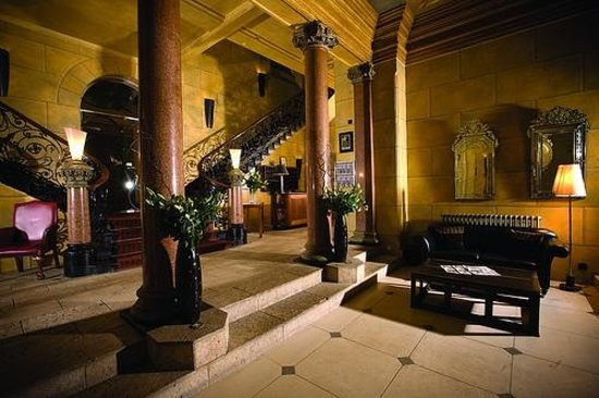 Hotel du Vin & Bistro: Opulent Reception area with original wrought iron staircase