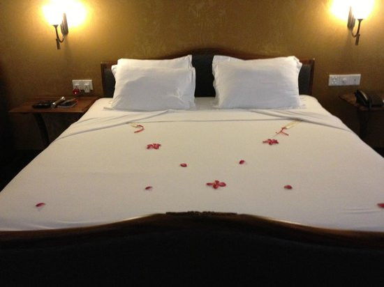 Deco On 44: petal-strewn bed