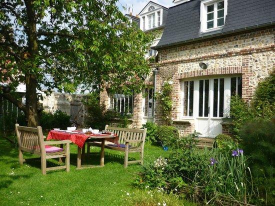 Aux Rives de Honfleur : Vue du jardin