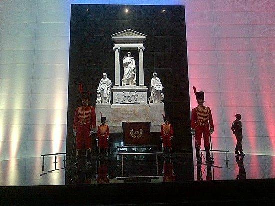 Panteón Nacional: Mausoleo del Libertador (Aquí reposan actualmente)