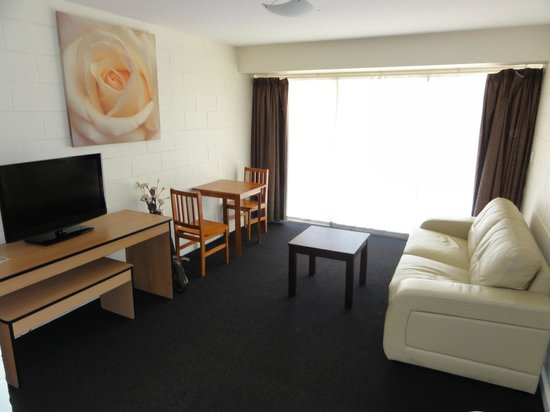 City Park Apartments: Rm 2 living room