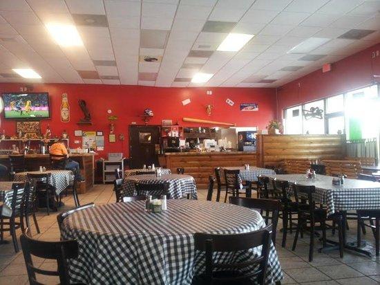 Amigo's Grille: dining area