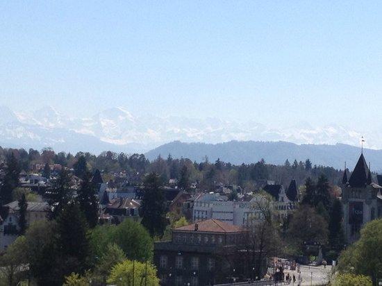 BELLEVUE PALACE Bern: la chaine des alpes et le Jungfrau.