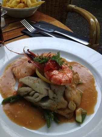 seafood dish with lobster sauce. not as much kick. feels like its missing something to make it p