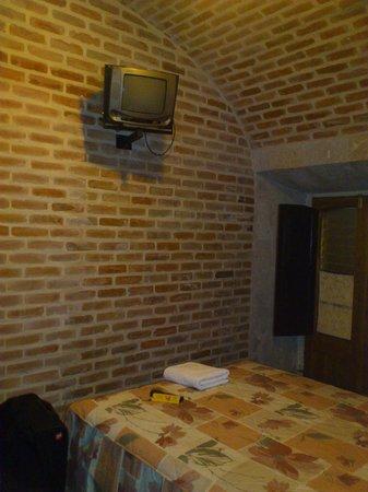 Hostal La Casa de Margott : habitacion tipo colonial,me toco tv chica
