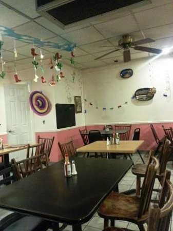 Jose's Mexican food: Late night at Jose's restaurant
