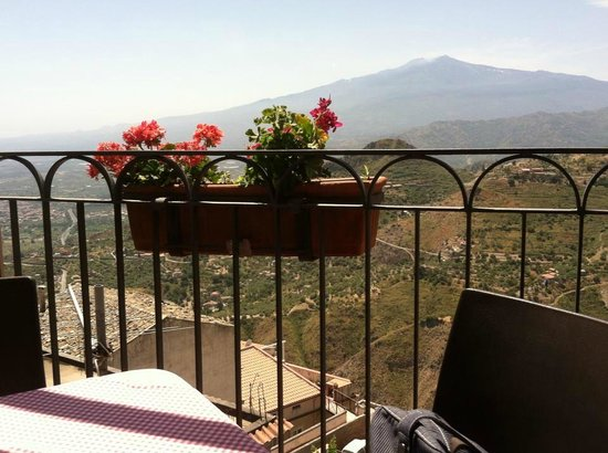 La Taverna dell' Etna: view from our table