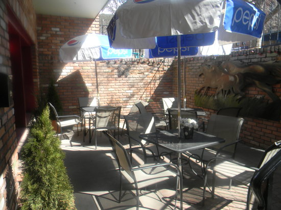 Trattoria Dionisia: patio