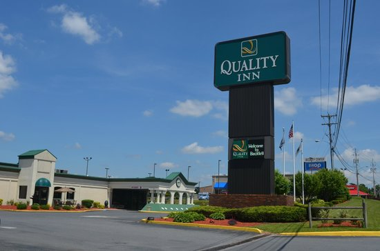 Quality Inn: Hotel Entrance