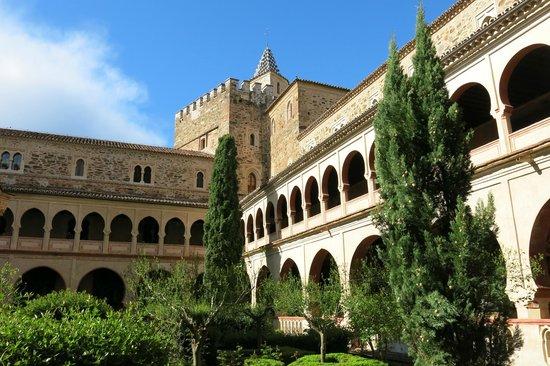 patio interior del monasterio ...