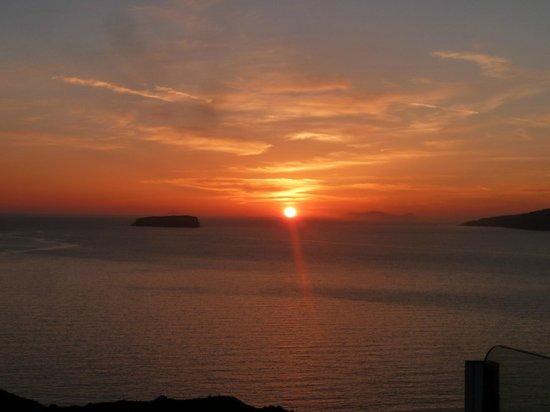 Caldera View Bungalow Resort: sunset depuis l'hôtel