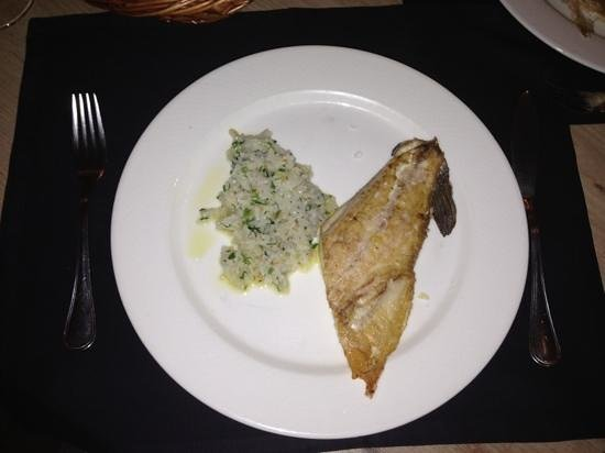 Garcia de la Navarra : pan-seared sea bass