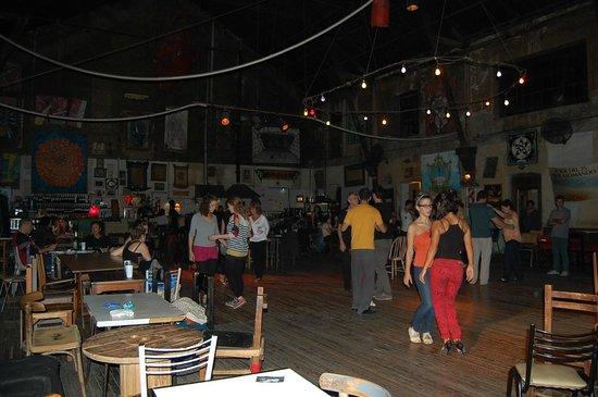 La Catedral Club: Clases de tango en escenario central