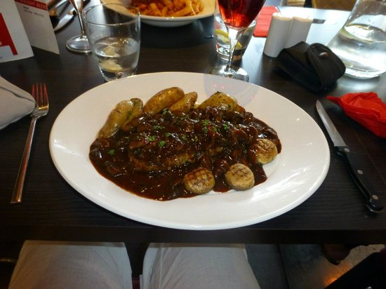 Prego Liverpool: Sirloin steak with mushrooms and red wine jus