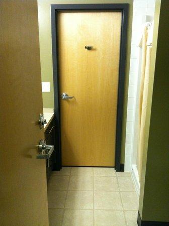 UBC Okanagan Campus : Bathroom view showing door to room nextdoor