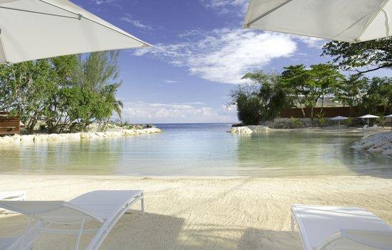 The Trident Hotel : Private Beach