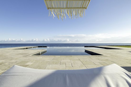 The Trident Hotel: Infinity Swimming Pool by day
