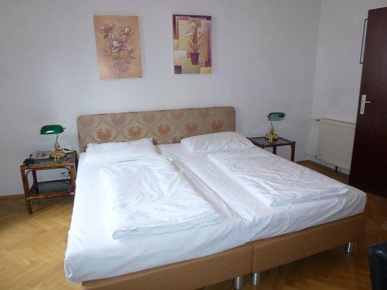 Hotel Mariahilf : Bedroom.