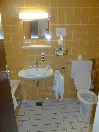Hotel Mariahilf: Bathroom.