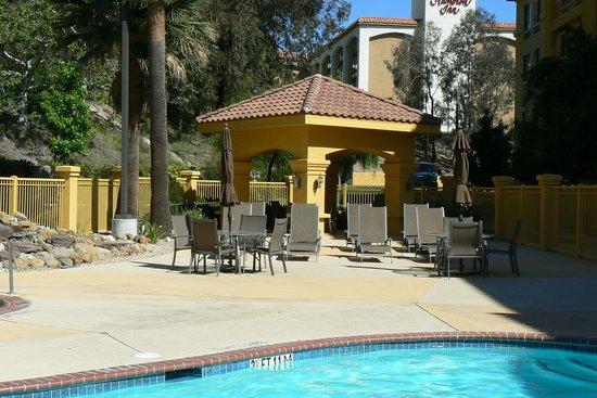La Quinta Inn & Suites Santa Clarita - Valencia: piscine