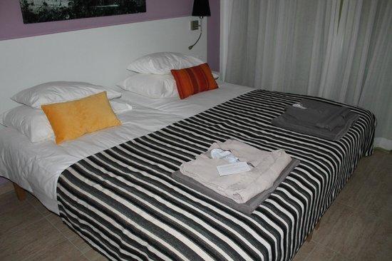 Sunprime Ayia Napa Suites: Sovrummet
