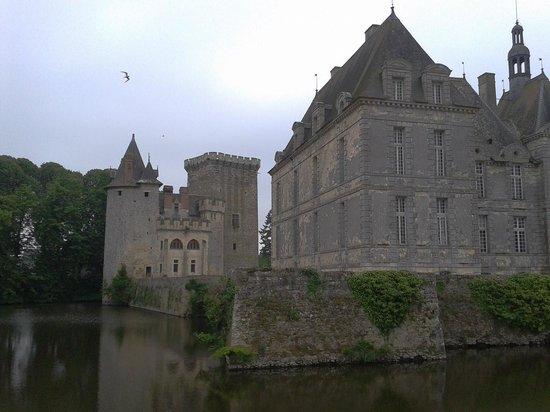 Chateau de Saint-Loup: Les 2 chateaux