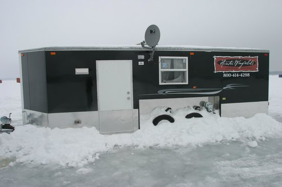Hunter Winfield's Resort: Ice Castle Fish House with Satellite