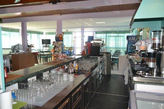 Bagno La Bussola: Vista bar/sala...