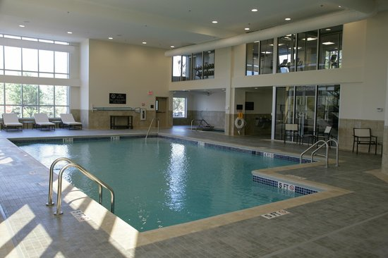 DoubleTree by Hilton Hotel Bristol, Connecticut: Indoor Swimming Pool