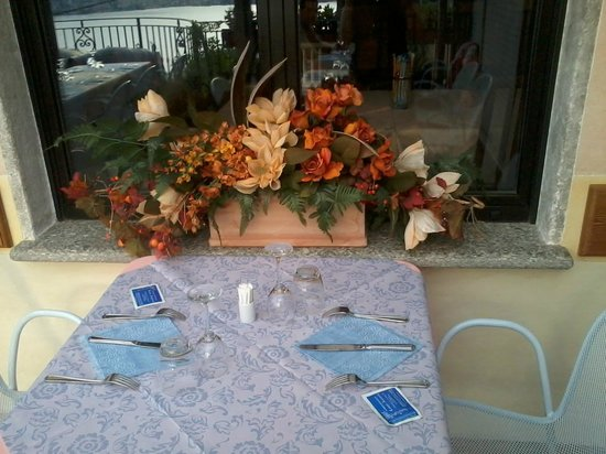 Conca Azzurra : tavoli esterni apparecchiati elegantemente