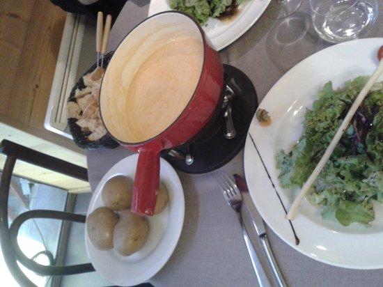 Les 2 Savoie: fondue fribourgeoise