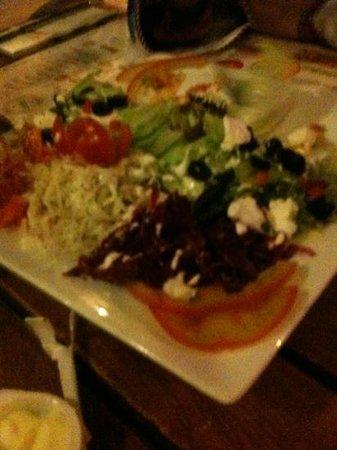 La Grillardière : salade très copieuse .
